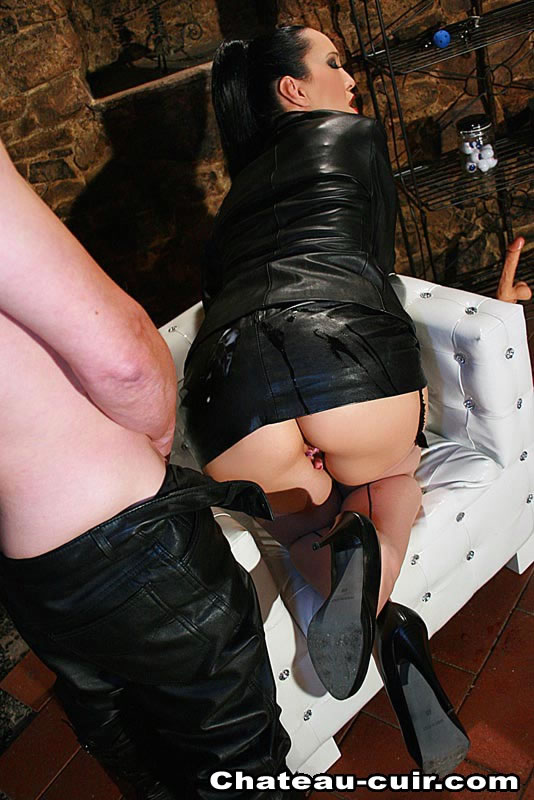 the-chateau-fetish-clubtures-grannie-pussy