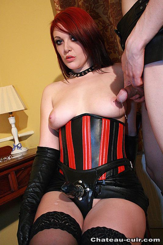 brunette-corset-cum-women-fisting-free-pic