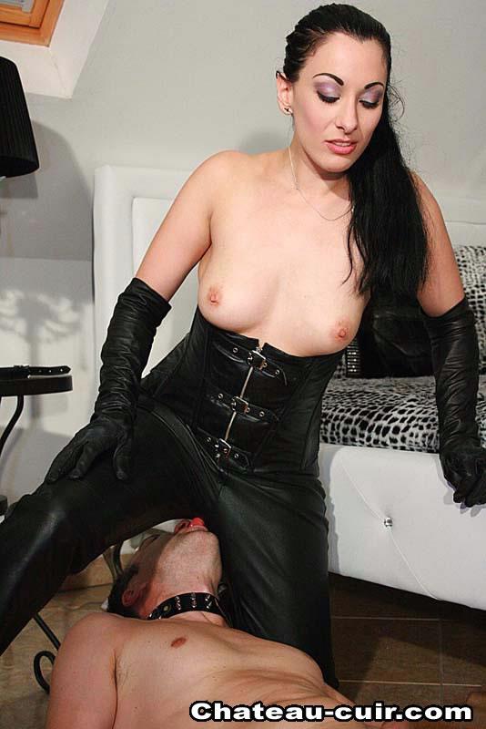 Turns glos erotic leathers